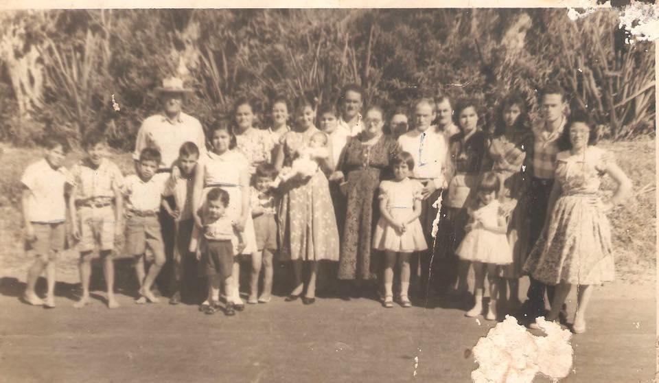 Familia Zumbado Murillo. Los padres Enriqueta Murillo y don Lico Zumbado. Sus hijos Nayita, Eliza, Ester, Tío Beto, Gonzalo y Tulio y su esposa Nena. Chepita y Efrain Perez.